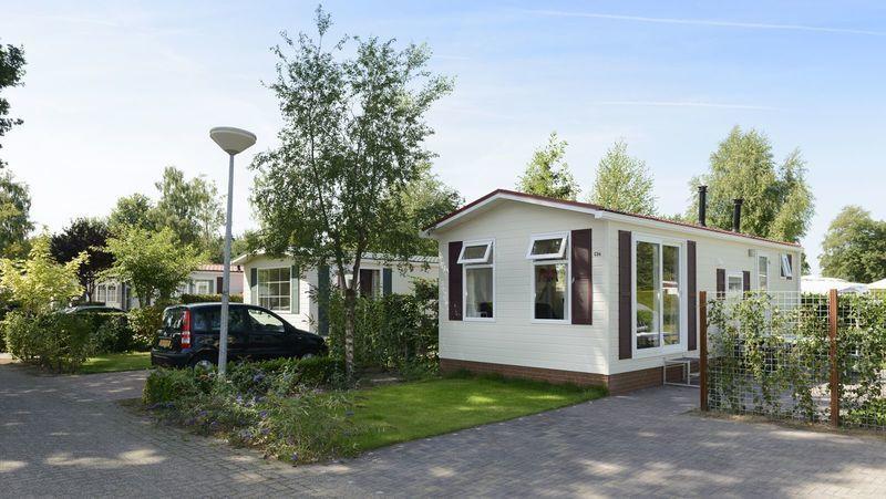 Comfortabele stacaravan voor 4 personen op park in Voorthuizen
